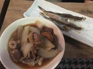 モツ煮とシシャモ.JPG